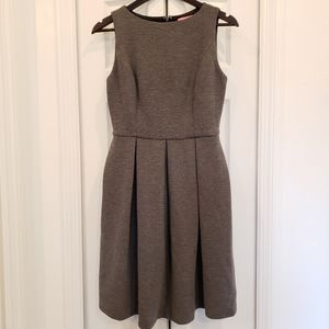 Gorgeous Isaac Mizrahi Grey Sleeveless Dress